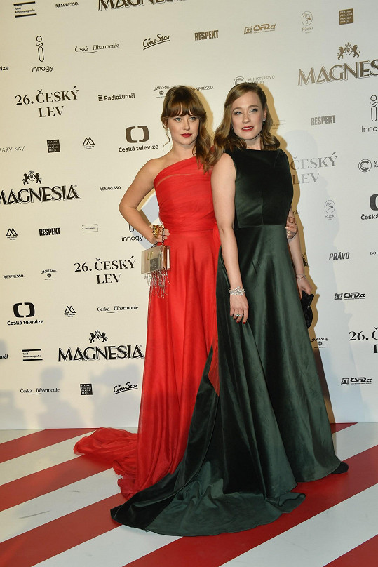 Jenovéfa a Kristýna se na předávání filmových cen sladily.
