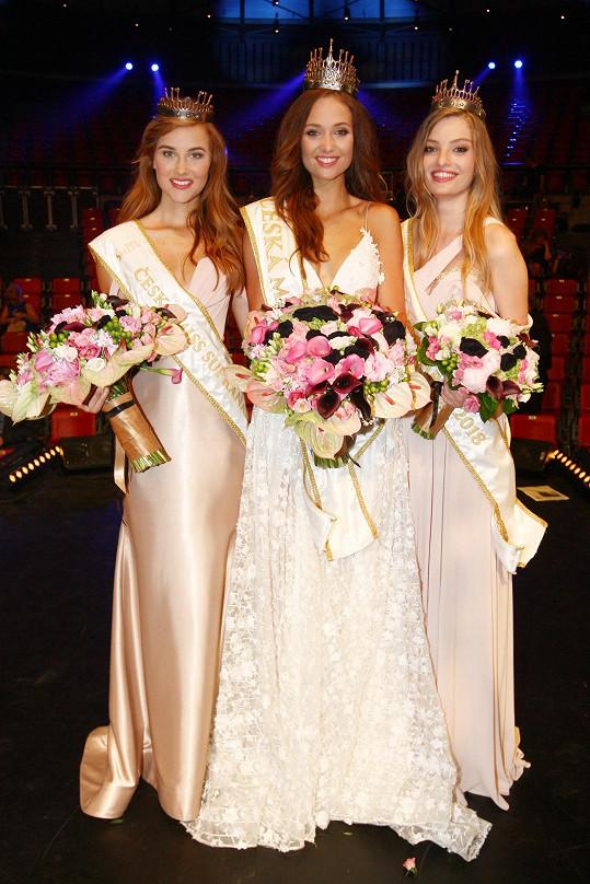 Tři nejkrásnější dívky Česka - Lea Šteflíčková (uprostřed), Jana Šišková (vlevo) a Tereza Křivánková