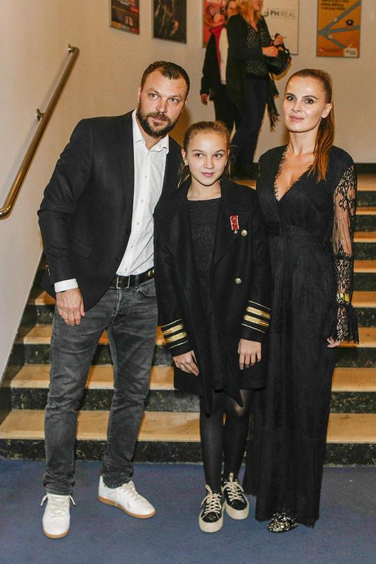 Kačenka Ujfaluši s rodiči Kateřinou a Tomášem