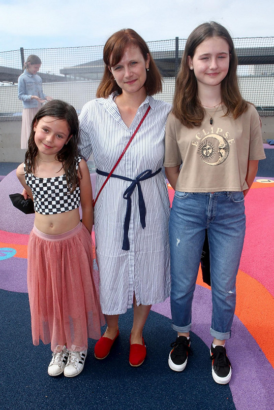 Herečka s dcerami Rozárkou (vpravo) a Márinkou
