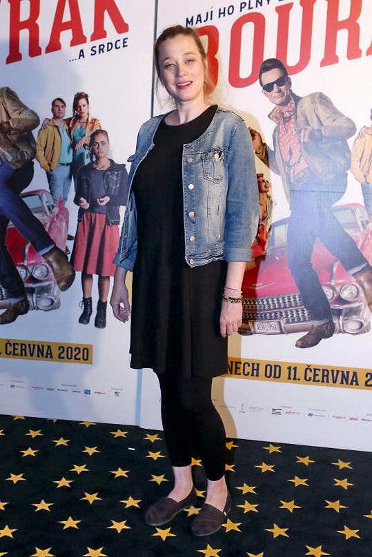 Kristýna Boková skrývala těhotenské bříško pod volnými šaty.