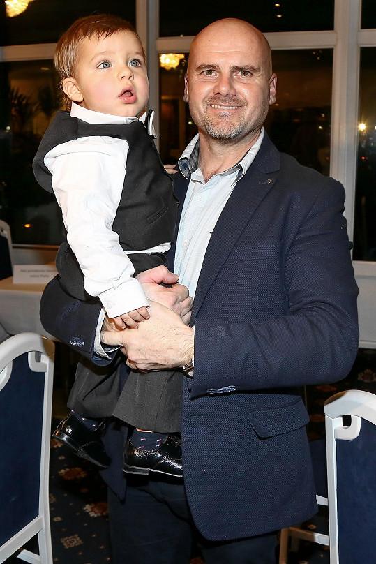 Adrian se svým tatínkem Radekem Tögelem