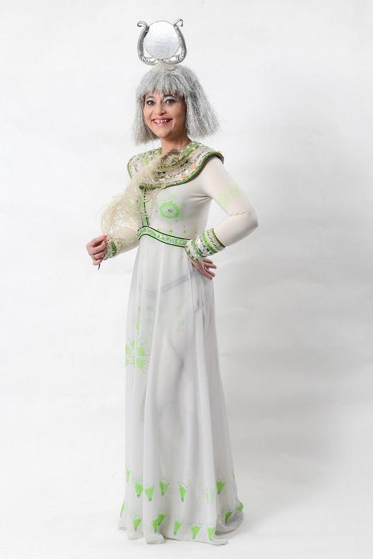 Alena Mihulová v Kleopatře ztvární bohyni Isis.