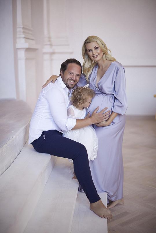 Spolu s manželem mají tříletou dceru Emilku a teď i chlapečka Leona.