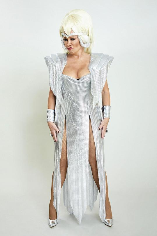 Bára Basiková se v sobotu předvede v odvážném kostýmu.