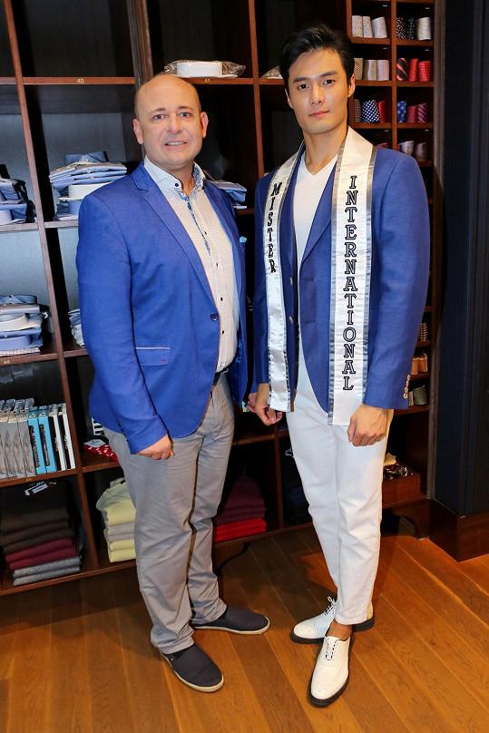 Lee přijel do Česka na pozvání prezidenta soutěže Muž roku Davida Novotného.