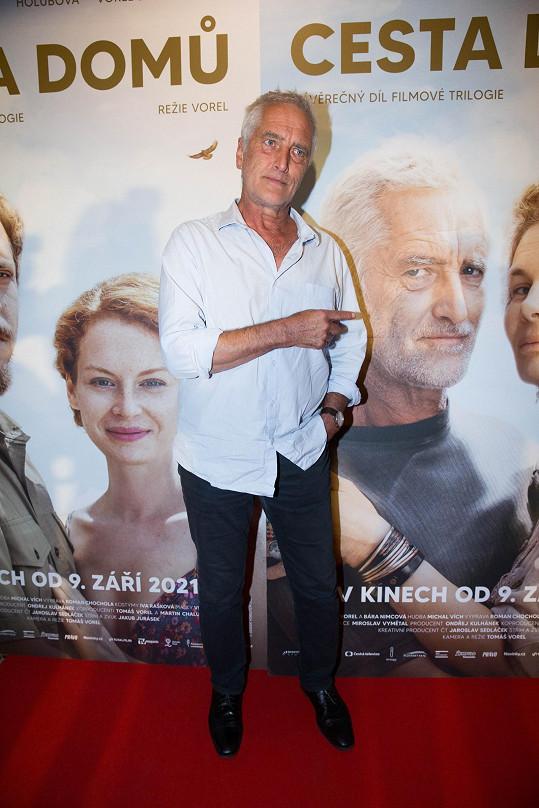 Tomáš Hanák před premiérou filmu Cesta domů, kde si zahrál alkoholika.