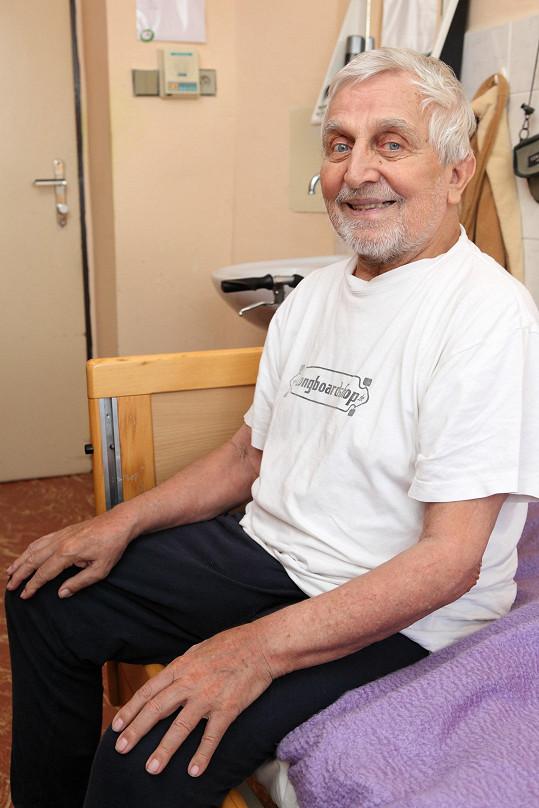 Jaroslav Čejka žije v domově seniorů.