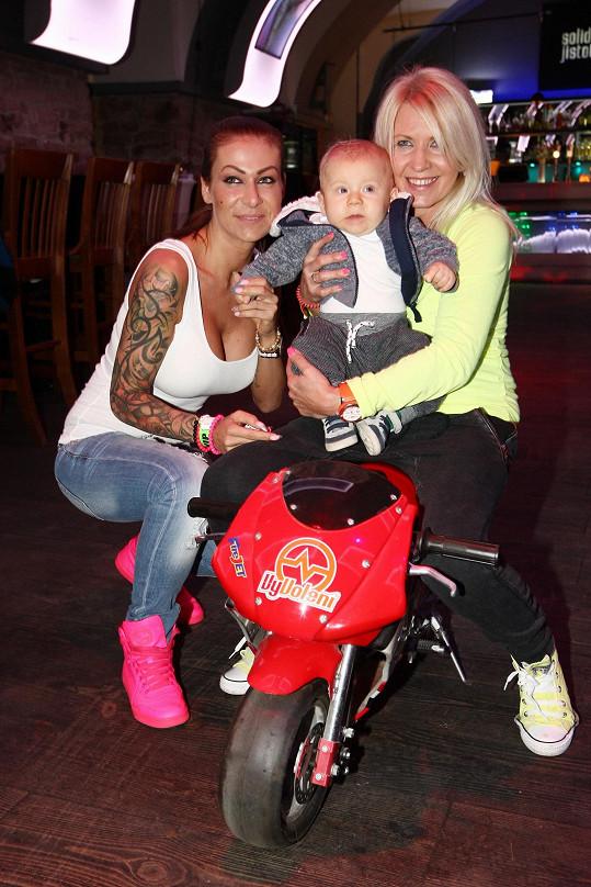 Maruška se synem a Věrou Patt