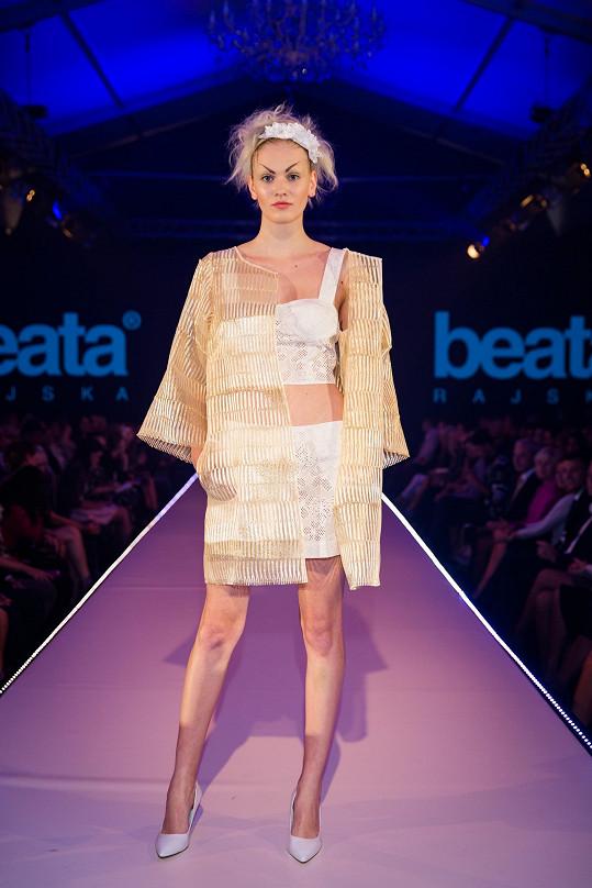 Modely ze slámy prezentovala návrhářka už loni na týdnu módy.