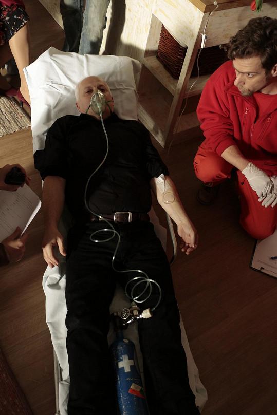 Herec moc dobře ví, že zdravotníci mohou zachránit lidský život.
