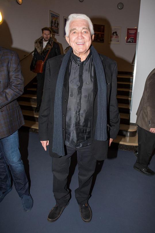 Herec Jiří Krampol dorazil v černé.