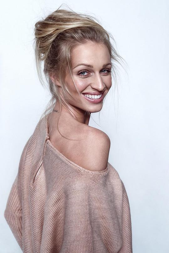 Veronika Kašáková nahradila v kampani Terezu Maxovou.