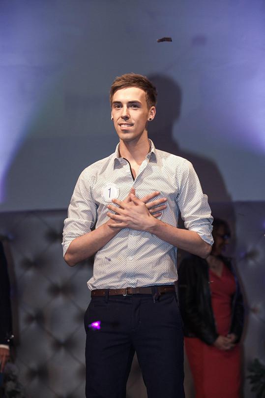Soutež Gay roku vyhrál pětadvacetiletý zpěvák Matěj Kašpar.