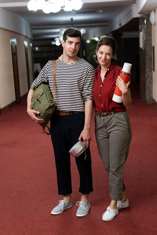 Kohoutová s Ivanem Luptákem, se kterým přes léto hrají v muzikálu Starci na chmelu uváděném na Letní scéně Vyšehrad divadla Studio DVA.