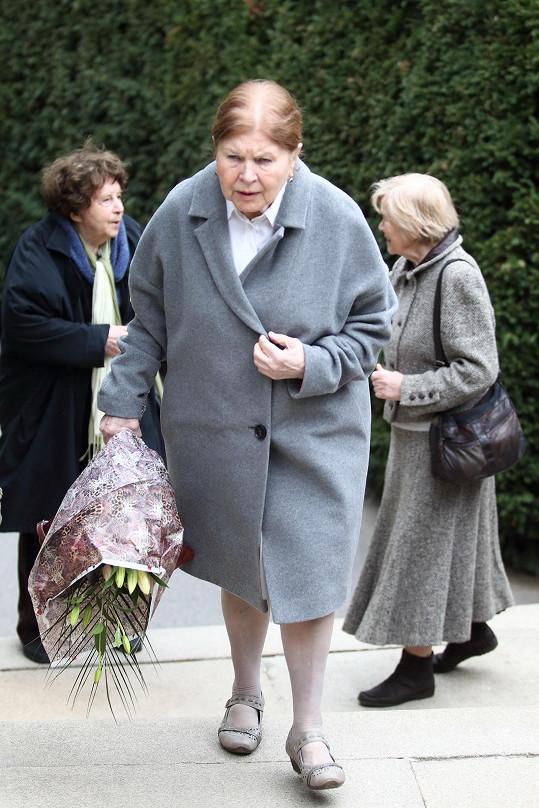 Marie Tomášová 18. dubna oslavila 87. narozeniny. Předevčírem se přišla rozloučit s kolegyní Věrou Kubánkovou.