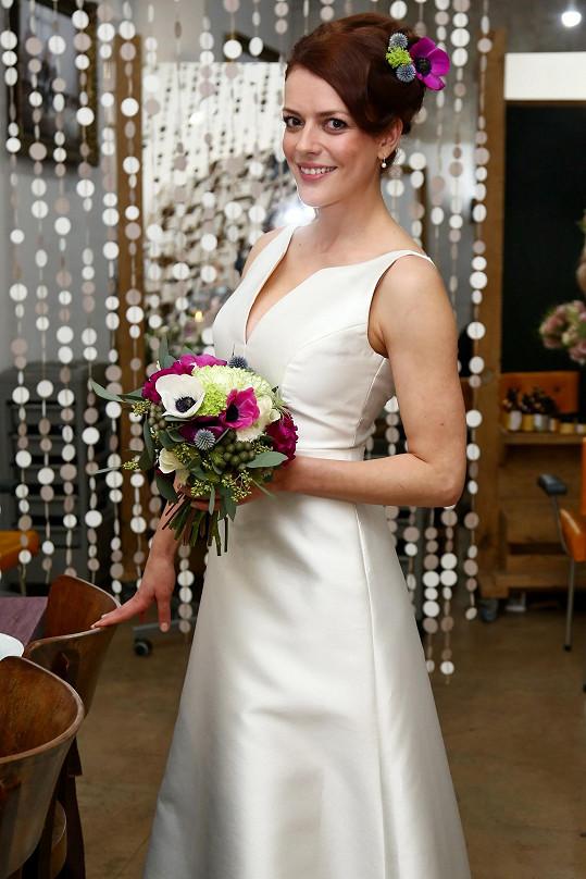 Svatební šaty oblékla herečka už počtvrté. Kdo ví, jestli ty další už neoblékne kvůli vlastní svatbě.