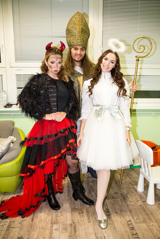 Nývltová, Nosková a Kopečný oblékli krásné kostýmy.