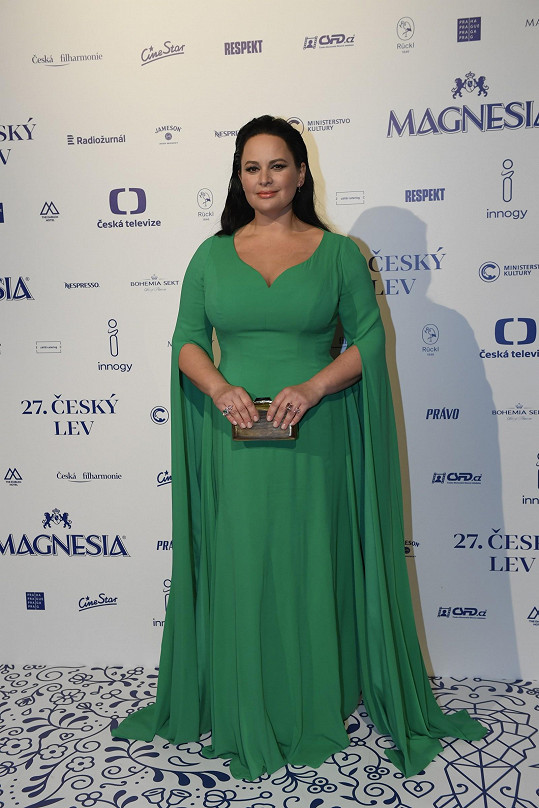 V zelené róbě vypadala Jitka Čvančarová skvěle.
