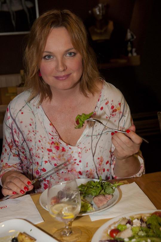 Kamila Špráchalová si umí pochutnat i na detním jídle.