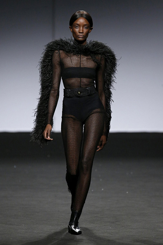 Model na Mercedes-Benz Fashion Weeku v Madridu v lednu 2019