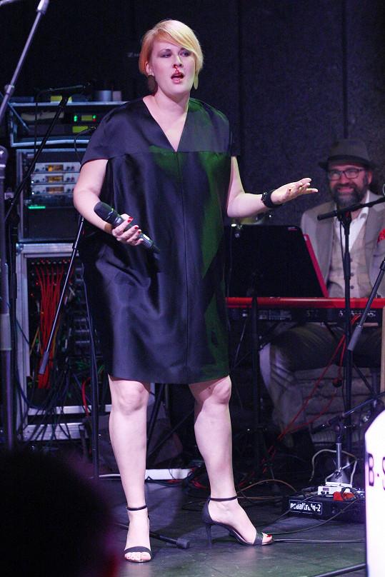 Tereza Černochová krvácela na pódiu.