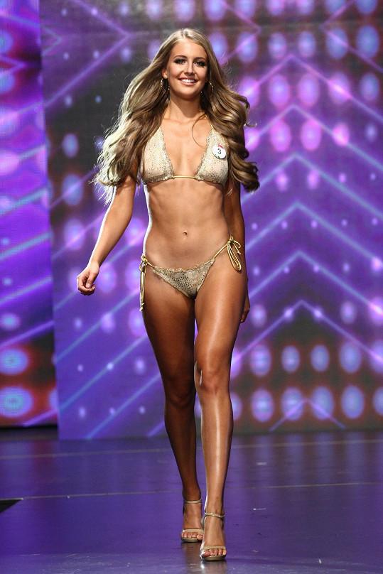 Nikola Uhlířová měří 171 centimetrů a její míry jsou 83-60-88.