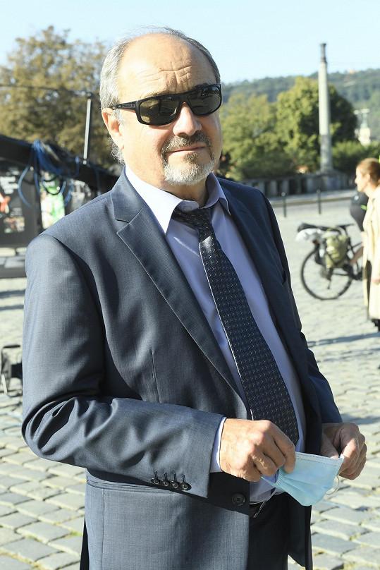Mezi prvními dorazil herec Viktor Preiss.