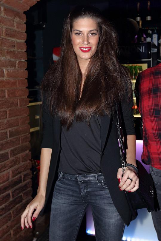 Na jedné akci byla Miss ČR 2009 obklopena současným i bývalým partnerem.