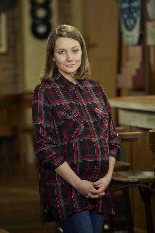 Eliška Hnaušová čeká miminko.