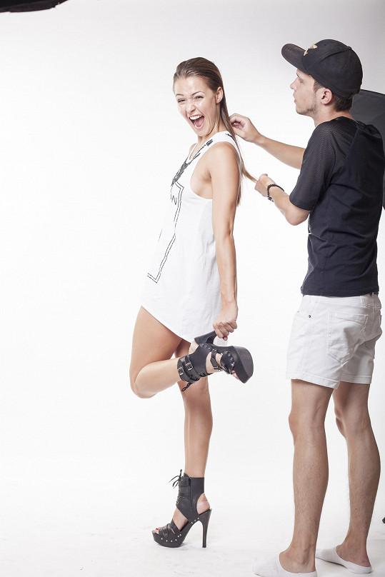 Aneta během příprav s vizážistou Honzou Tolgem