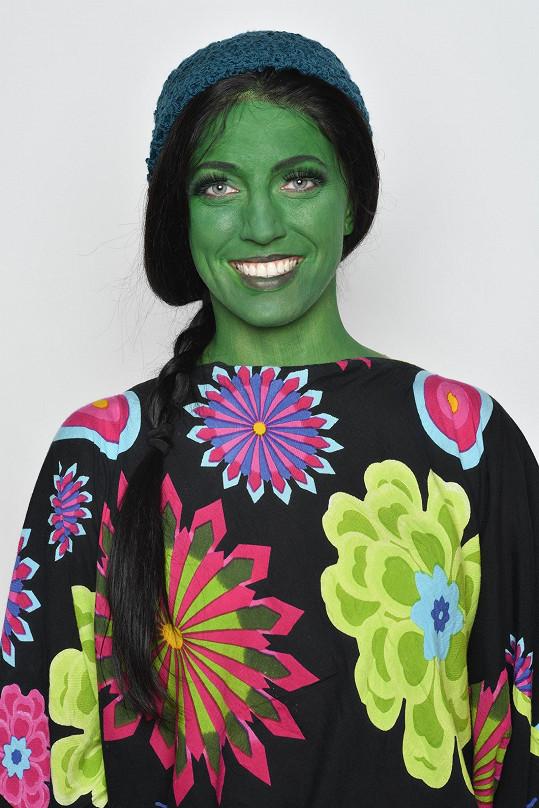 Takhle vypadá jako zelená čarodějka Elphaba.