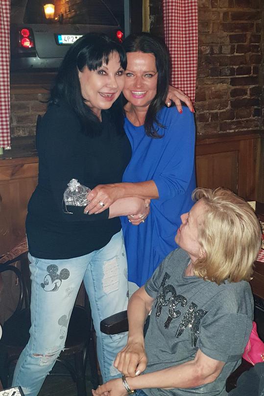 Na oslavu dorazila také její dlouholetá kamarádka Adriena Sobotová.