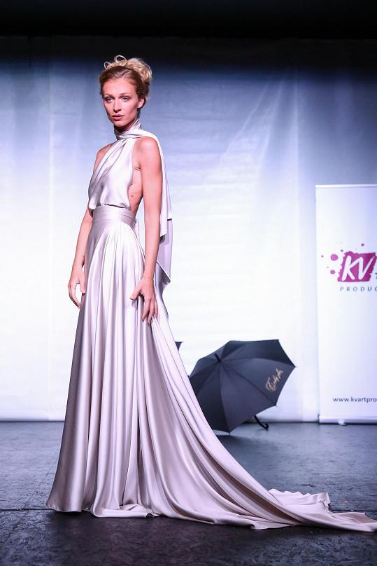 Veronika v prvním pohádkově stříbřitém modelu