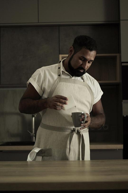 Ve své tvorbě se inspiroval vařením a navrhl zástěry.