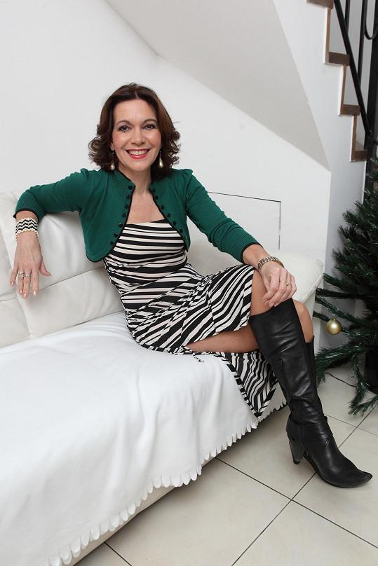 Padesátileté herečce by mohly dokonalé nohy závidět leckteré ženy.