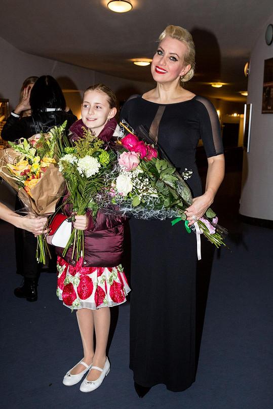 V publiku známé pěvkyni držela pěsti dcera Emilka.