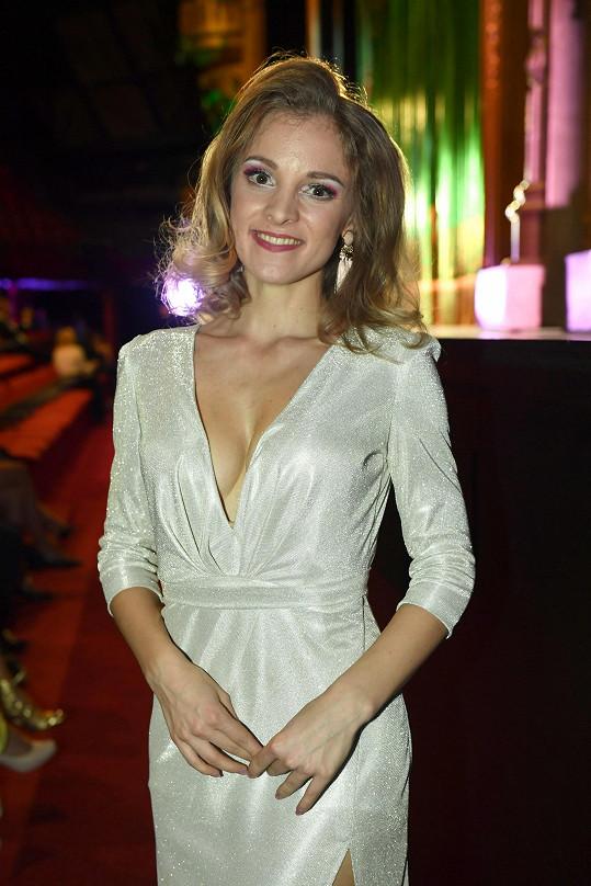 Nikola Ďuricová vypadala v sexy šatech úchvatně.