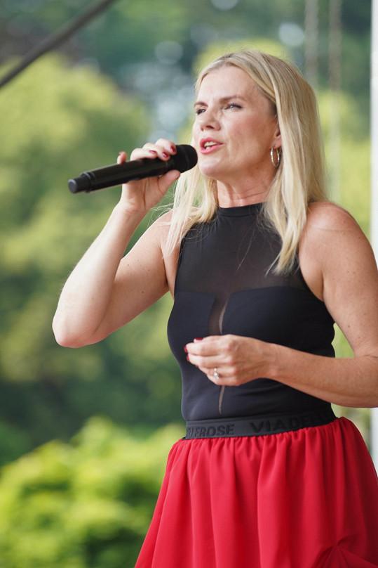 Zazpívala nové věci z připravovaného alba.
