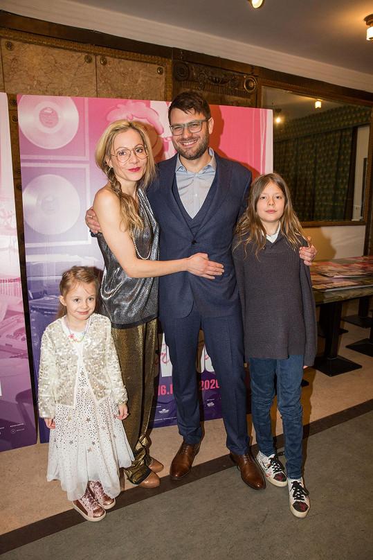 Rodinka na premiéře dokumentu Karel Svoboda: Šťastná léta