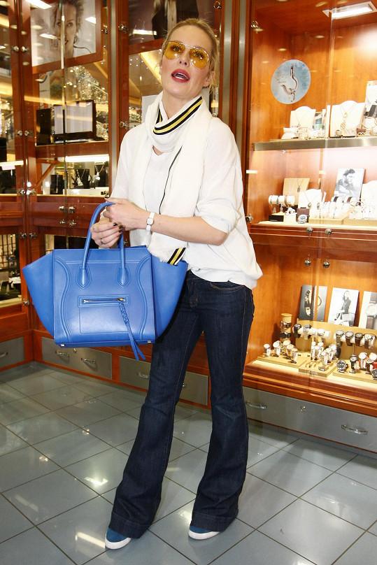 Simona Krainová dala za tuhle kabelku 70 tisíc korun.