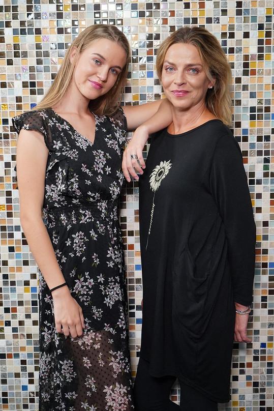 Lucie Zedníčková s dcerou Amelií fotila kalendář pro projekt Anděl mezi zdravotníky.