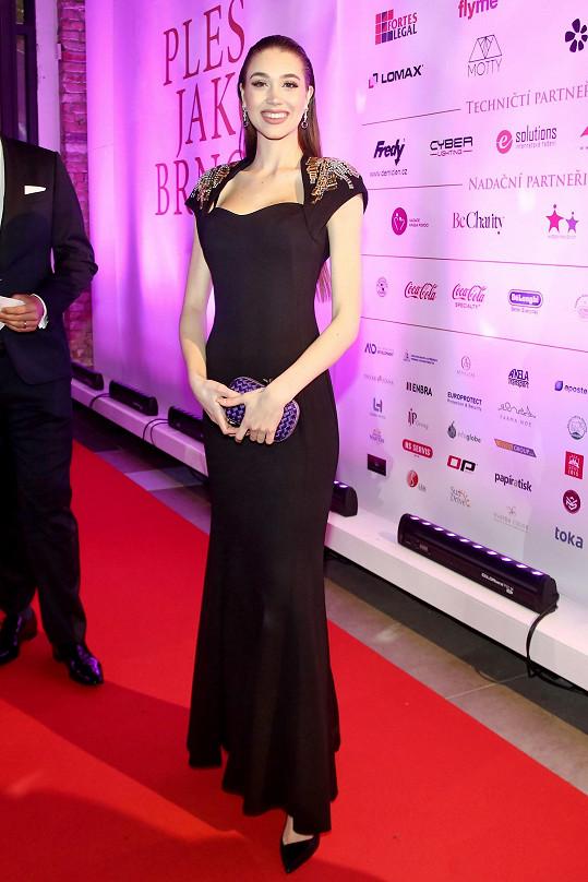 Denisa na Ples jako Brno oblékla model značky Escada.
