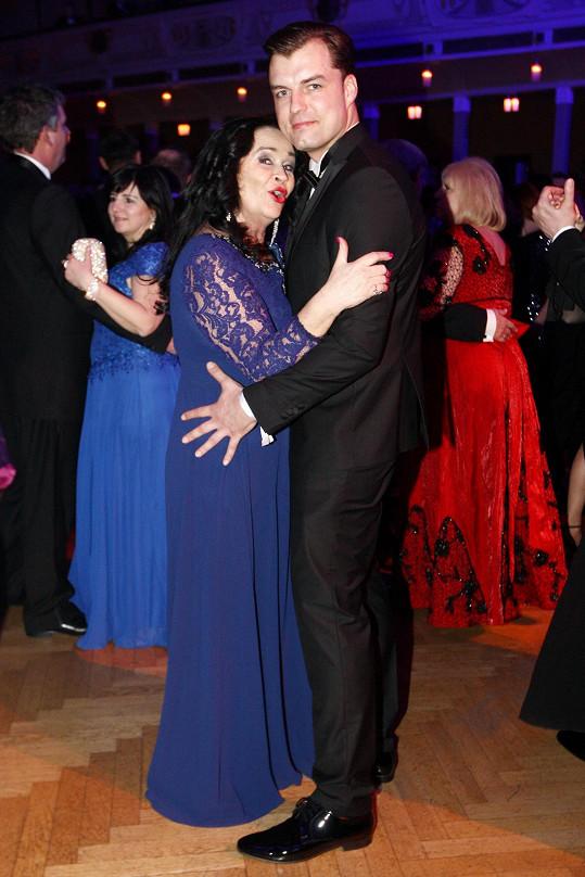 Ples si oba moc užili.