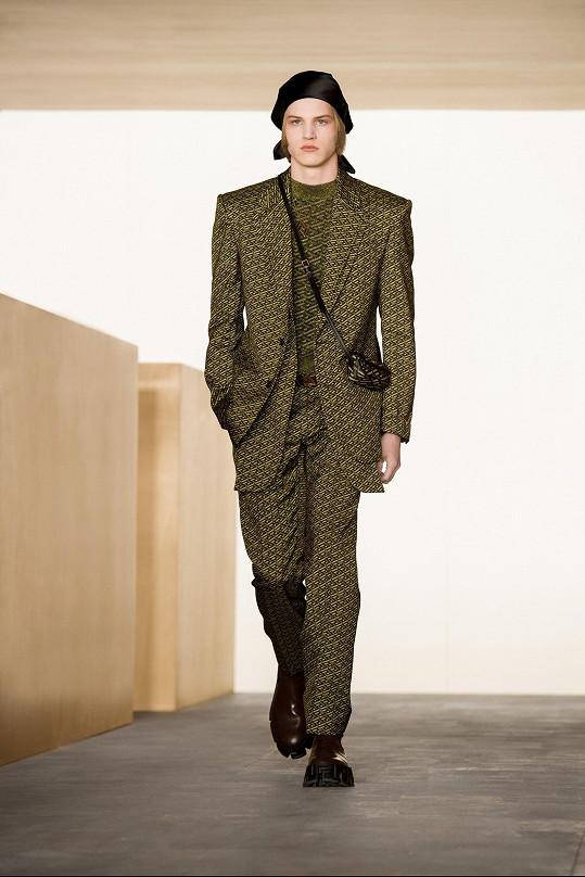 Sebastian během digitální módní show Versace