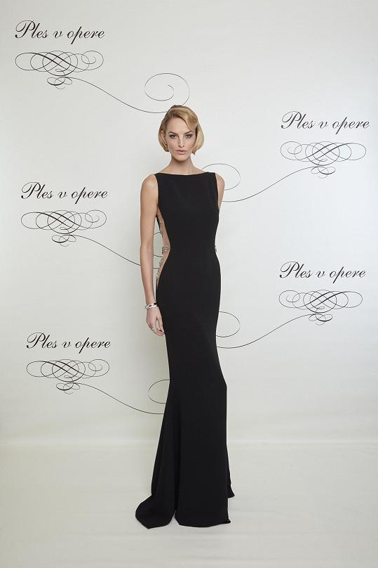 Míše to v černých pouzdrových šatech doplněných šperky Tiffany & Co. ohromně slušelo.