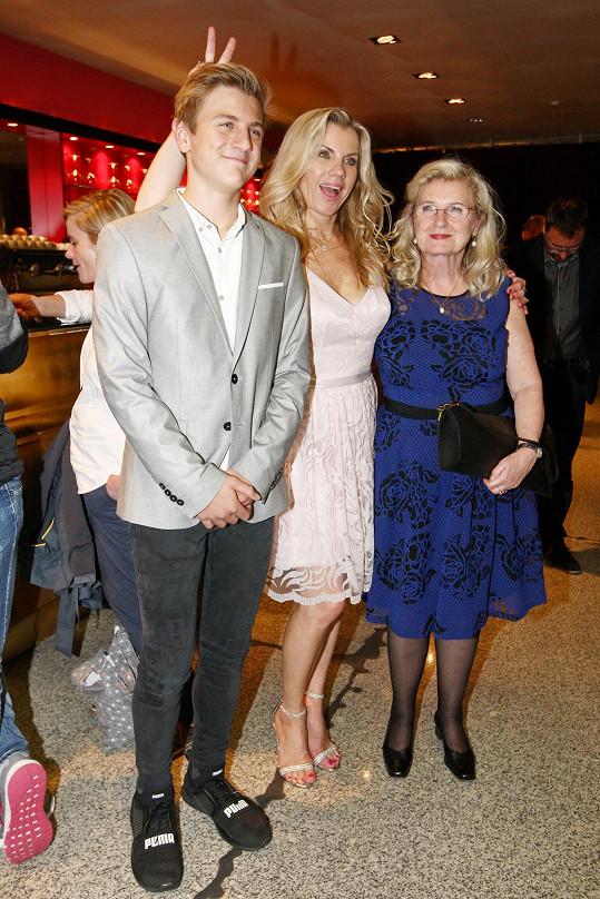 Leona se synem Arturem a maminkou