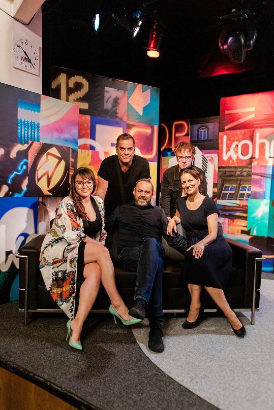 Štěpán byl hostem pořadu 7 pádů Honzy Dědka, kde jsme se setkali. Na snímku (zleva) s Ewou Farnou, Mirkem Etzlerem, Honzou Dědkem a Adélou Gondíkovou.