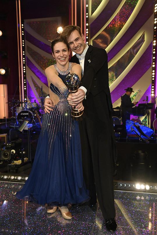 Dominik Vodička a Veronika Khek Kubařová se v poslední řadě StarDance protančili k vítězství.