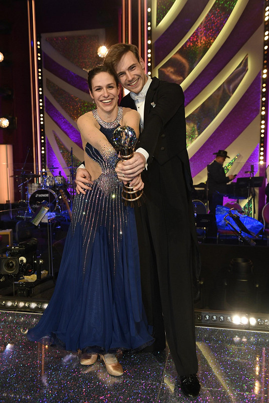 Veronika Khek Kubařová a Dominik Vodička vyhráli StarDance.
